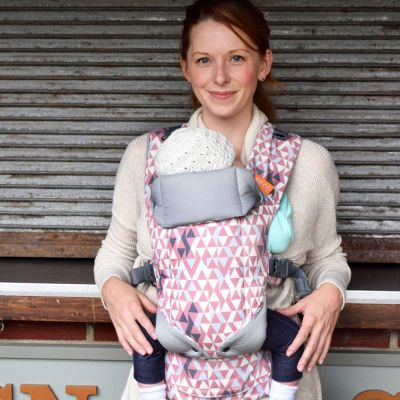 Beco Gemini Geo Dusty Pink Baby Carrier use by mother to front carrier newborn