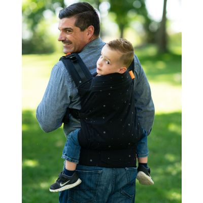 Beco Toddler Carrier Whisper man backcarries toddler