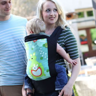 Couple carrying a baby using a Boba 4G Baby & Toddler Carrier Kangaroo