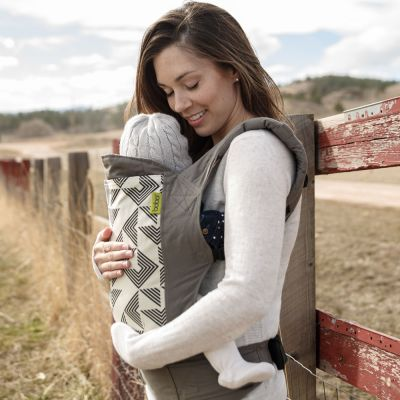 Mother carry small baby in Boba 4G Vail at farm