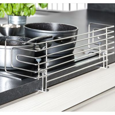 Reer Stainless Steel Stove Guard helps to prevent accidents with stoves