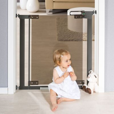 Reer DesignLine Puristic Pressure Mounted Gate with baby in front