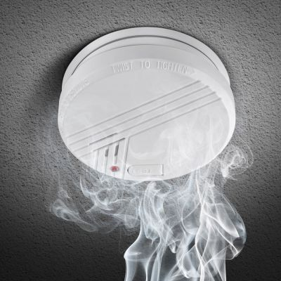 Reer Smoke Alarm (8011) is CE approved, easy to install reliable early warning system in case of fire
