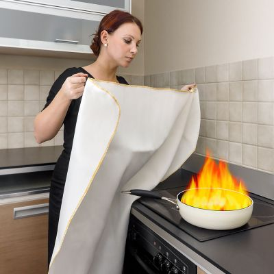 Reer Fire Blanket is an emergency solution in case of accidental fires (8015)
