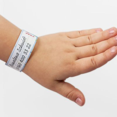 Reer HelpMe Info Bracelet (84010) can be easily worn by little children to help identify them when they get lost