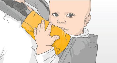 Manduca Fumbee Drool pads used on a Manduca Baby Carrier to teething babies